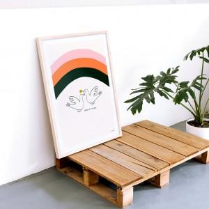Framed Wall Art Free and United by Vik Arrieta - 50x70 cm