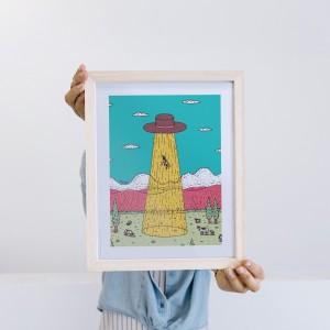 Framed Wall Art Ovni Hat by Fede Calandria - 22x28 cm